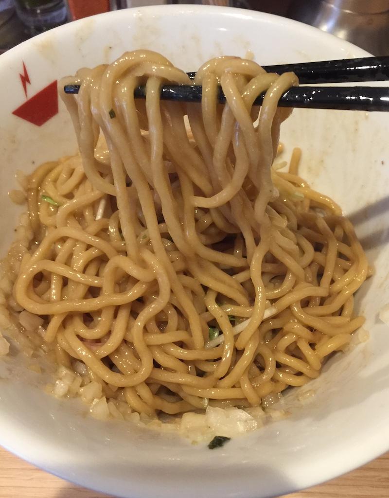 crab台風。 蟹油そば 麺リフト