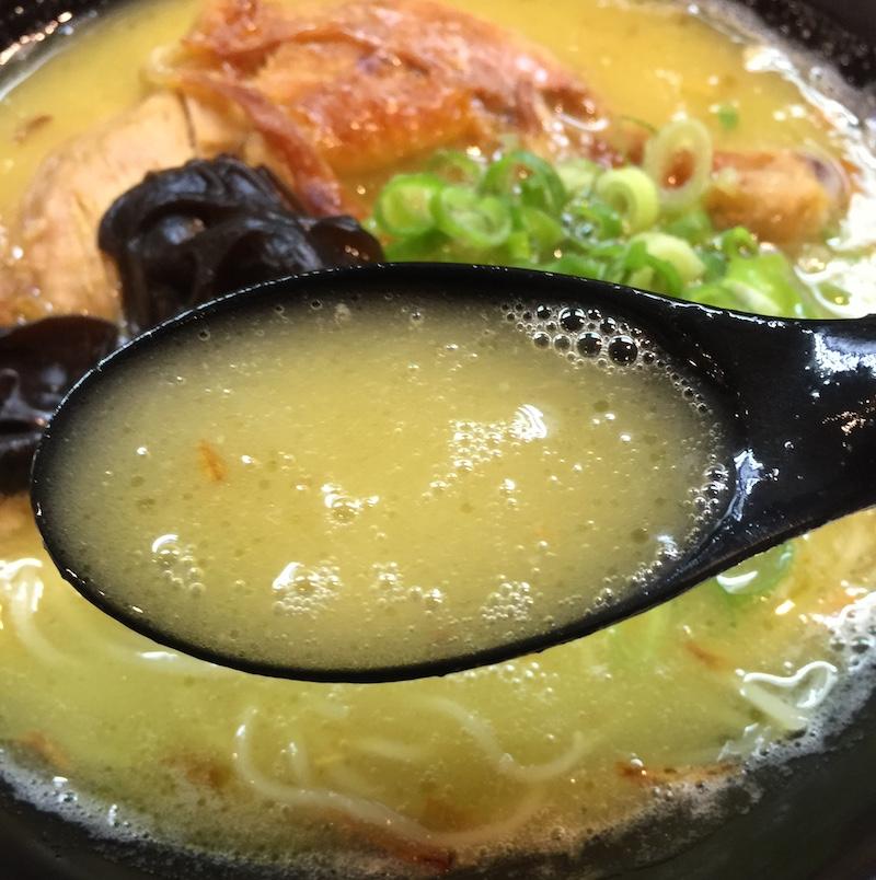 鶏王けいすけ 秋葉原店 鶏王ラーメン 鶏白湯 スープ