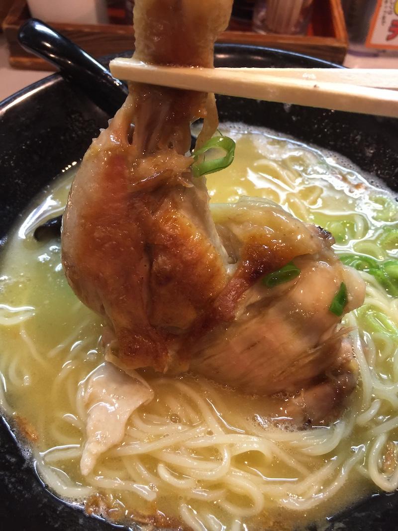 鶏王けいすけ 秋葉原店 鶏王ラーメン 鶏白湯 骨つき鶏モモ肉チャーシュー